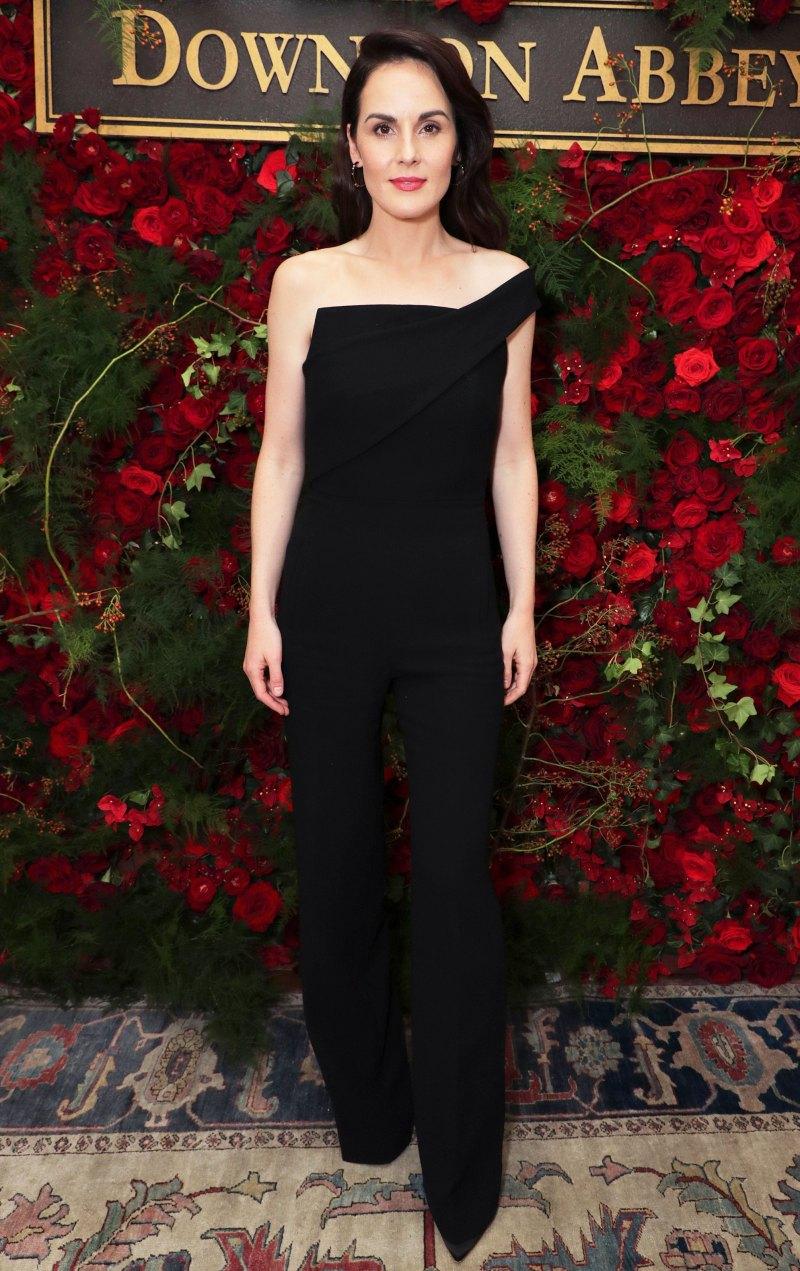 Мишель Докери в модном костюме
