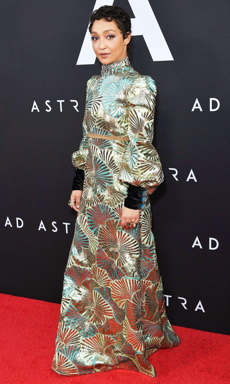 Рут Негга в стильном платье