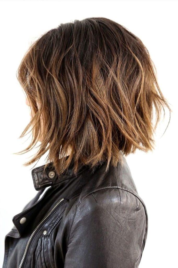 Растрепанная прическа на короткие волосы