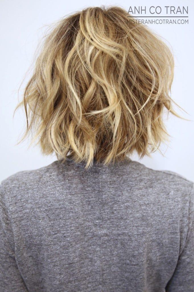 Сексуальные растрепанные короткие волнистые волосы