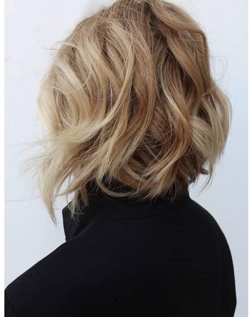 Короткая стрижка на волнистые волосы