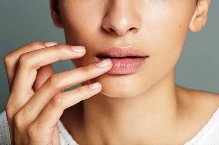 Почему чешутся губы: воздействие природы или герпес?
