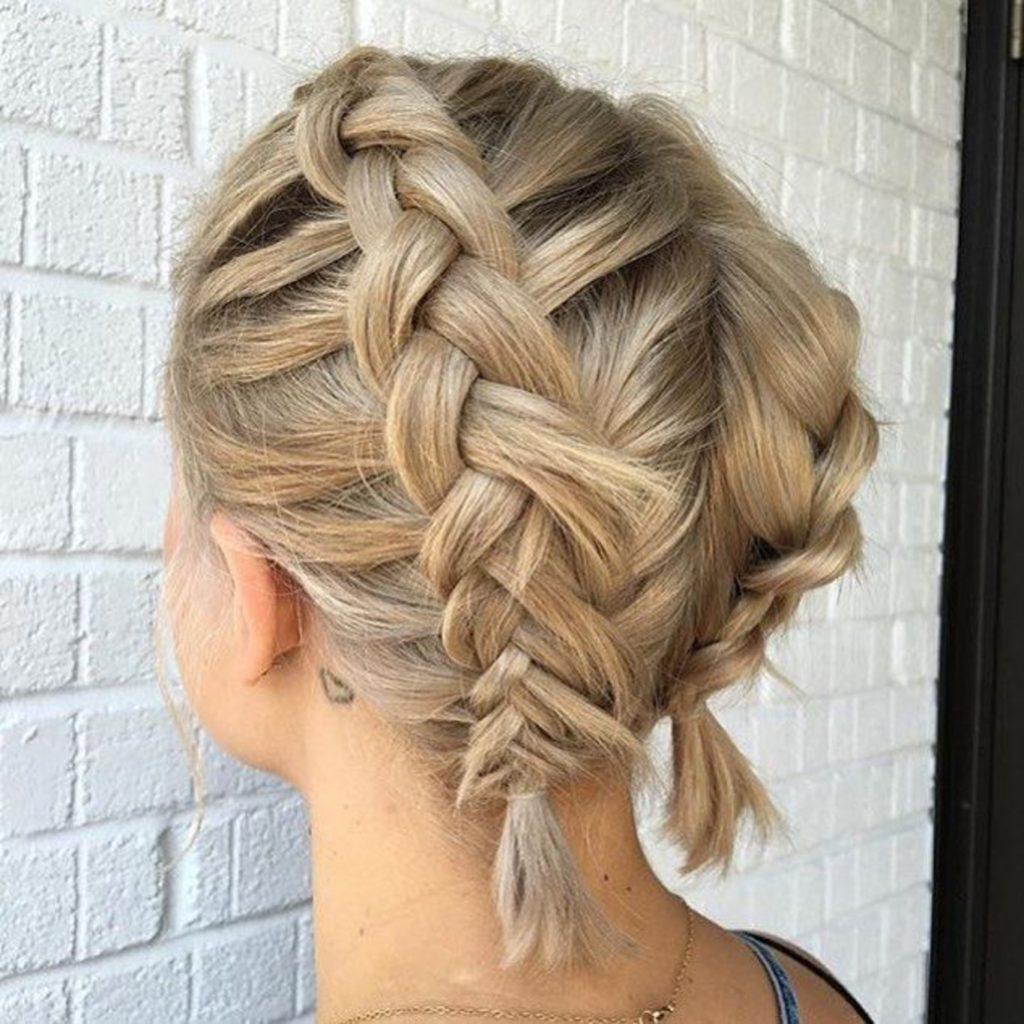 Короткая стрижка блонд с двойным плетением