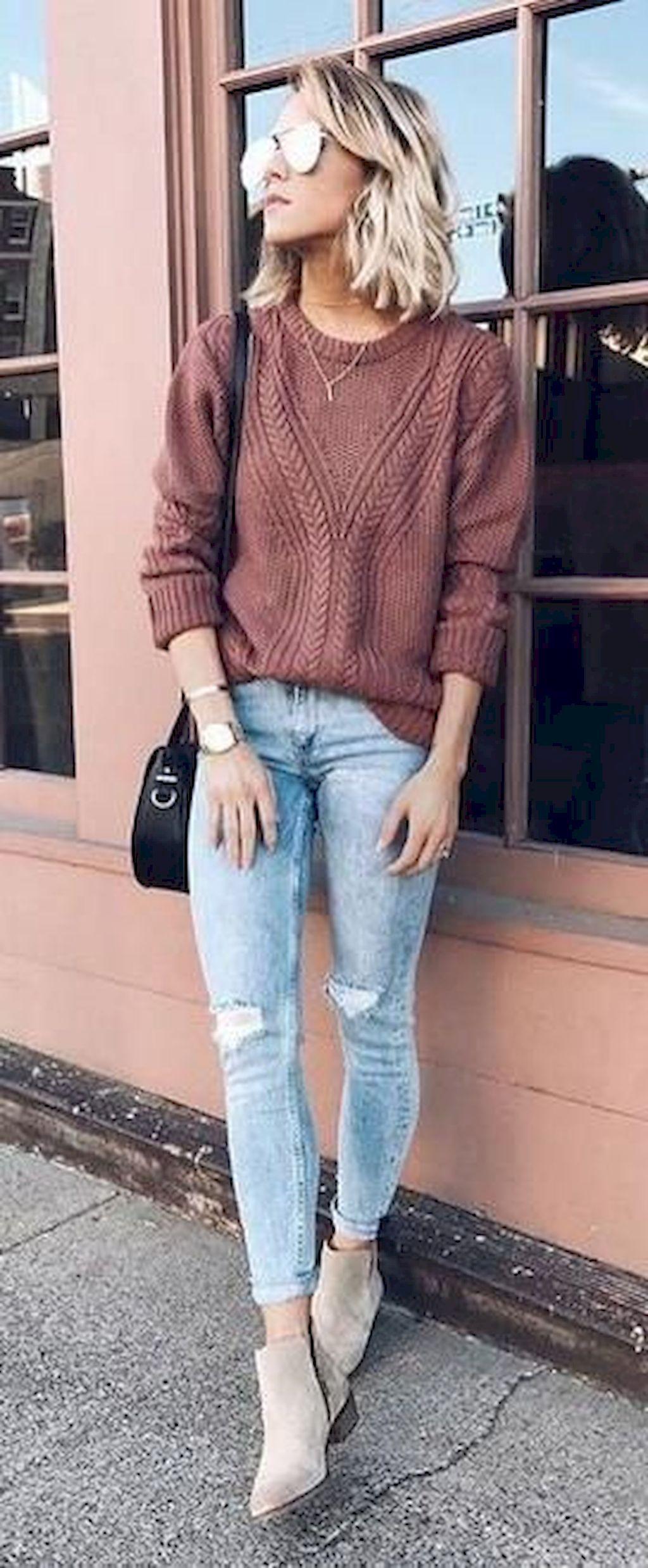 модный лук на осень Топы с напуском и рваная джинсовая ткань