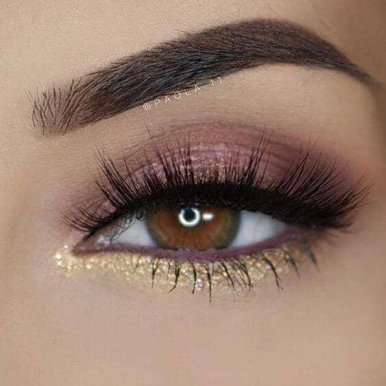 Розовый макияж глаз с блеском