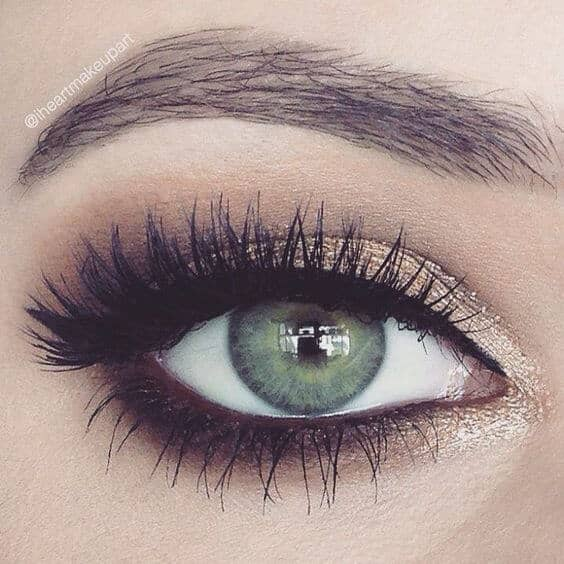 Макияж глаз с золотыми тенями