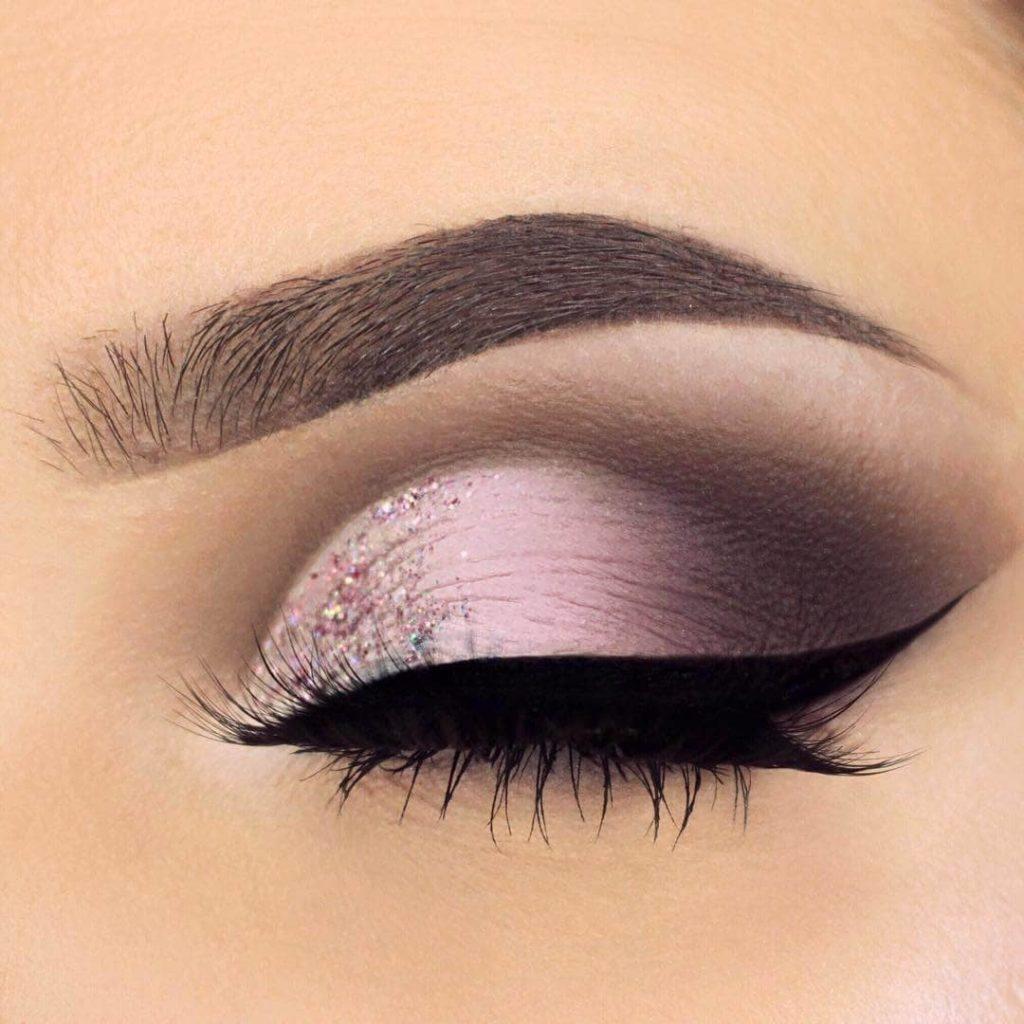 Светло розовый макияж глаз