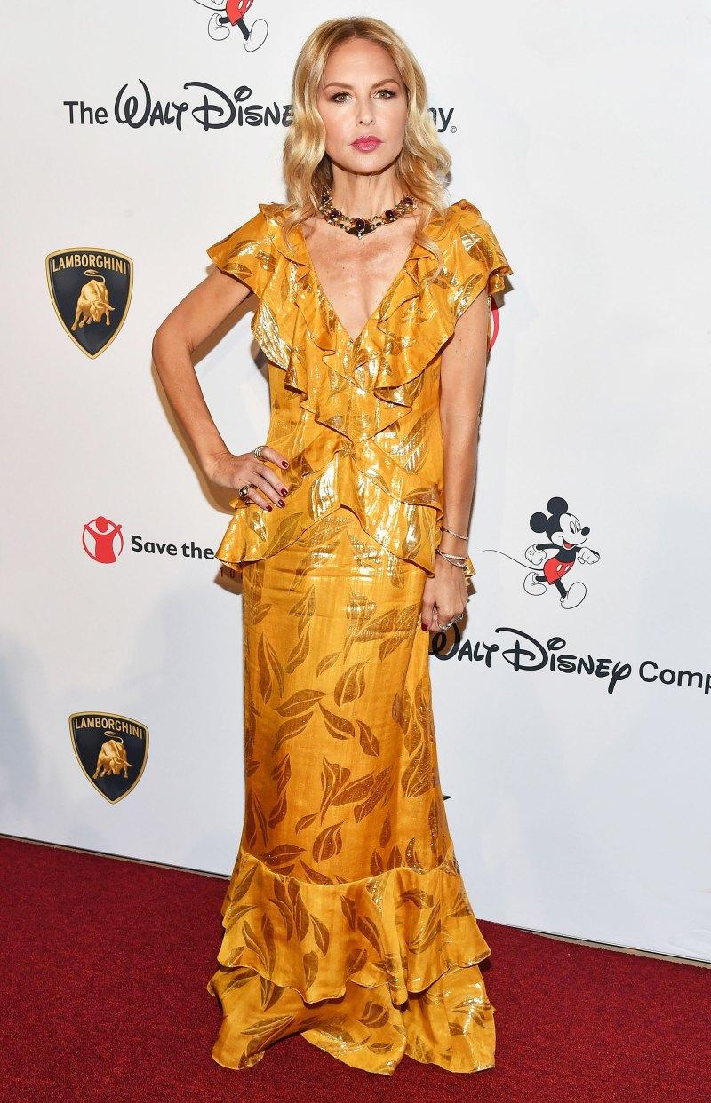 Рэйчел Зоуи в стильном платье