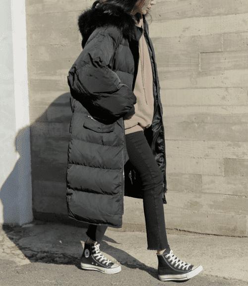 Длинное черное зимнее пальто