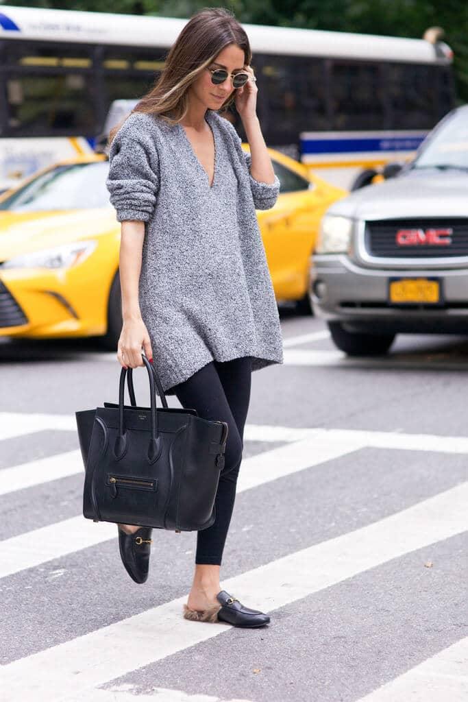 Леггинсы и серый свободный свитер