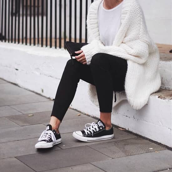 Леггинсы и шерстяной пуловер