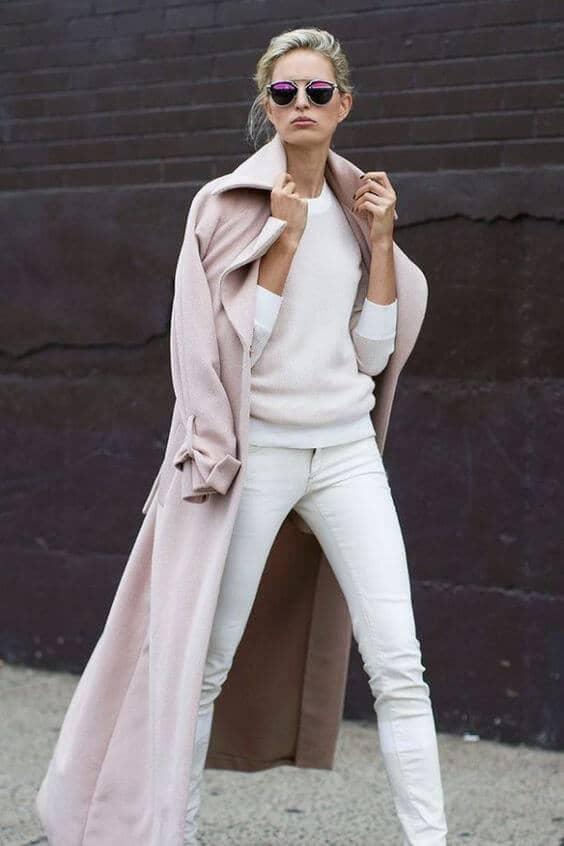 Нежно-розовое зимнее пальто