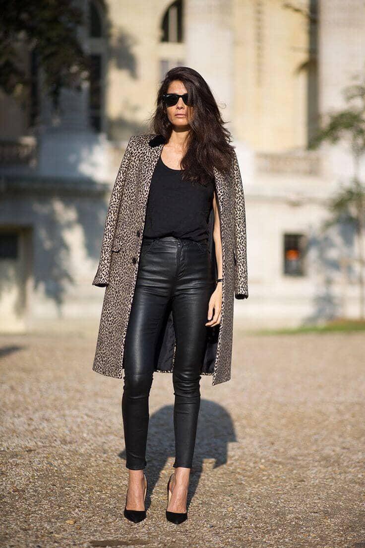 Пальто с леопардовым принтом и леггинсы