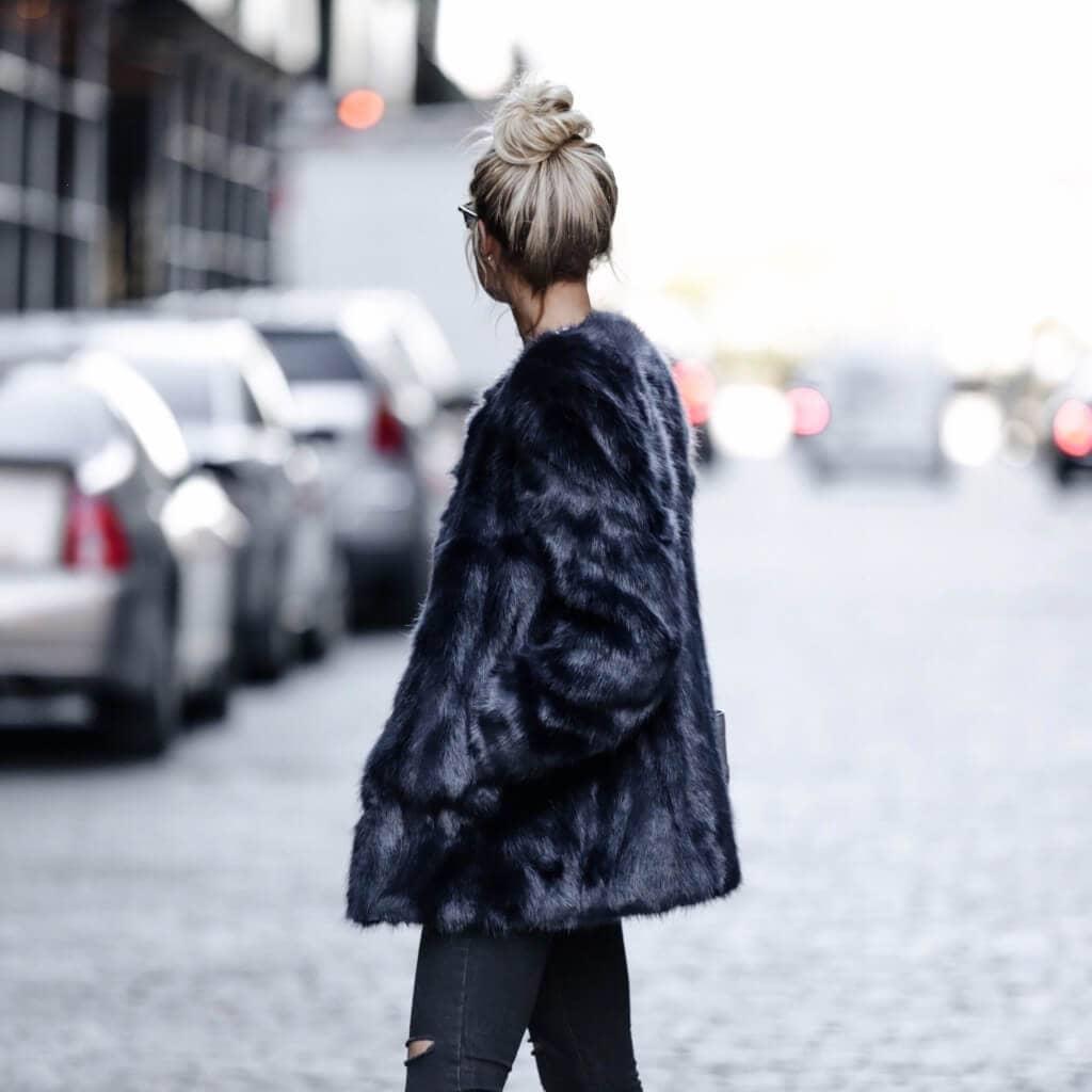 Зимняя черная модная шубка