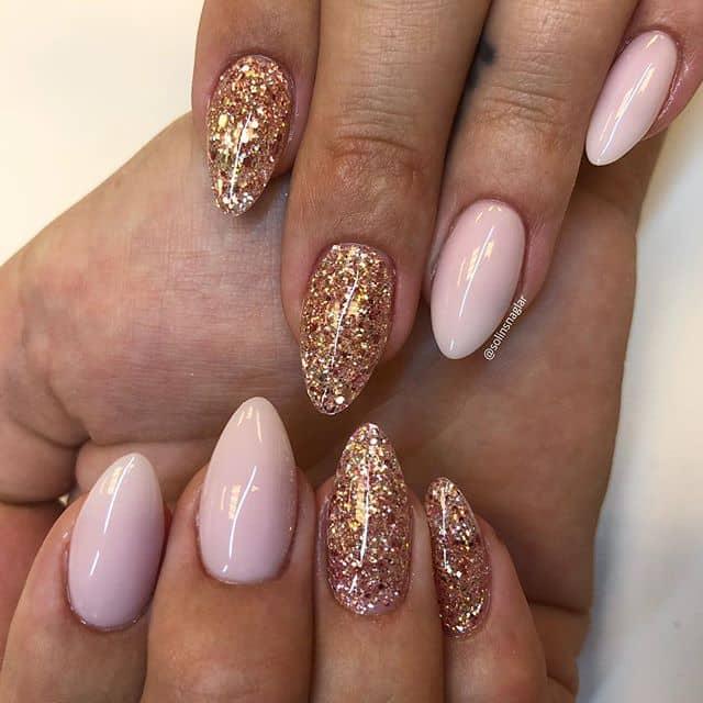 Розовый и золотой маникюр на короткие ногти фото