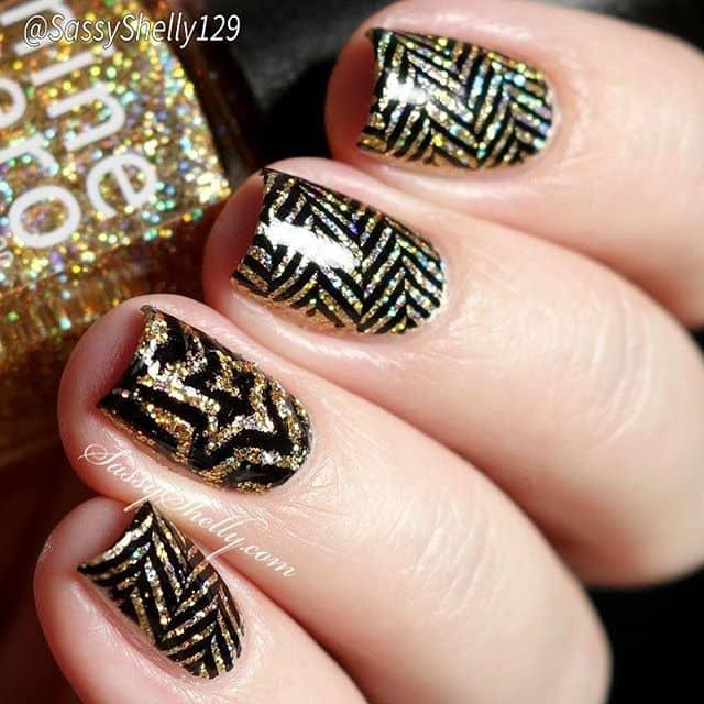 Роскошный черно-золотой маникюр на короткие ногти фото