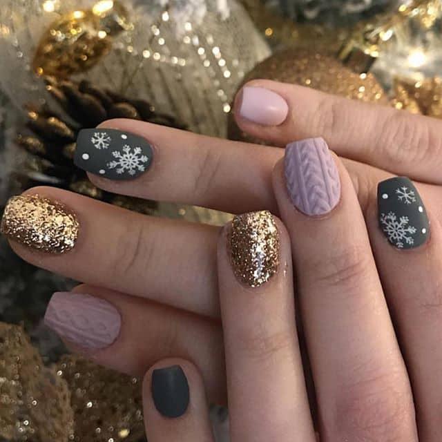 Праздничный новогодний маникюр для коротких ногтей фото