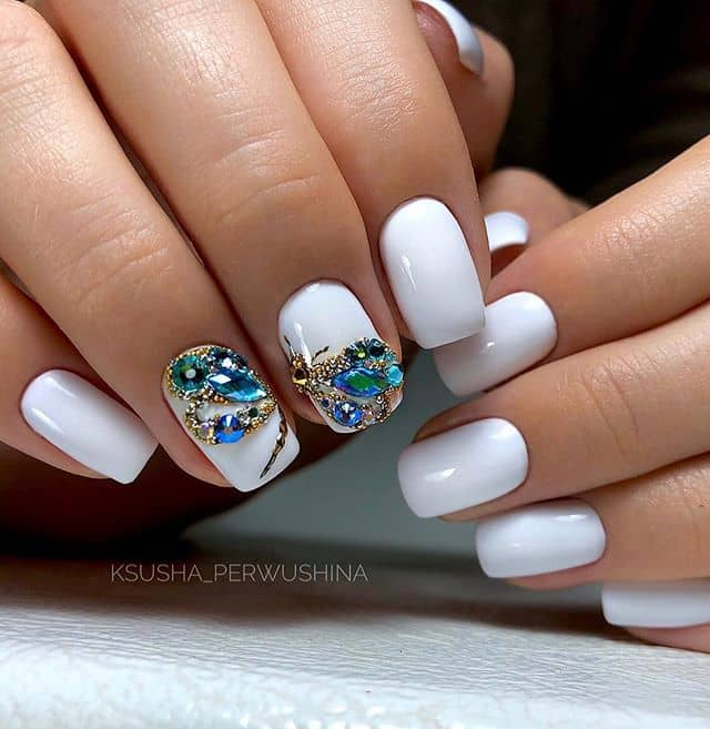Белый маникюр на короткие ногти фото