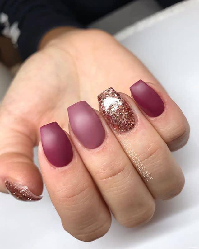 Бордовый маникюр на короткие ногти фото