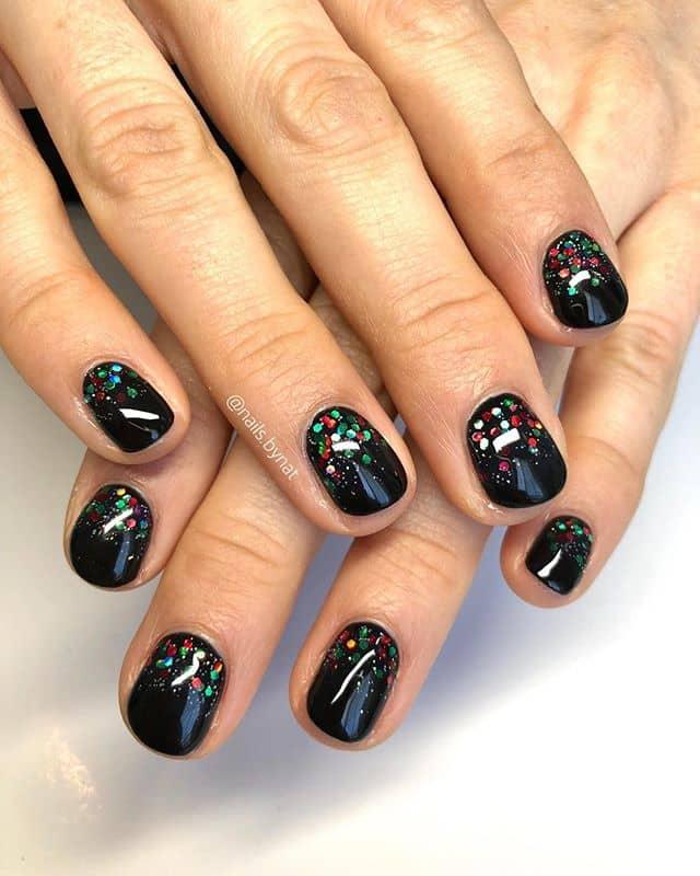 Черный маникюр с блестками на короткие ногти фото