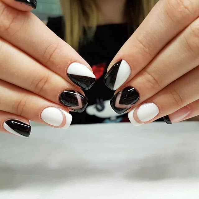 Черно-белый маникюр шеврон