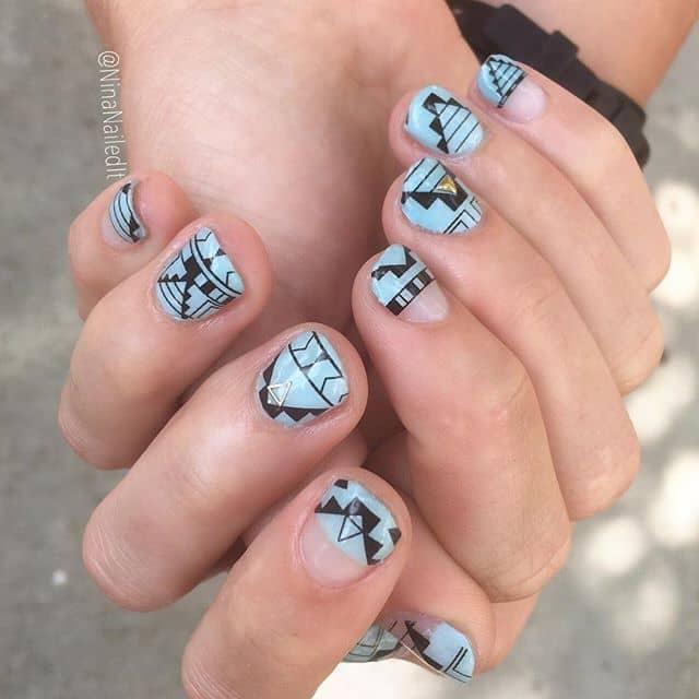 Бирюзовый маникюр на короткие ногти с штампом фото