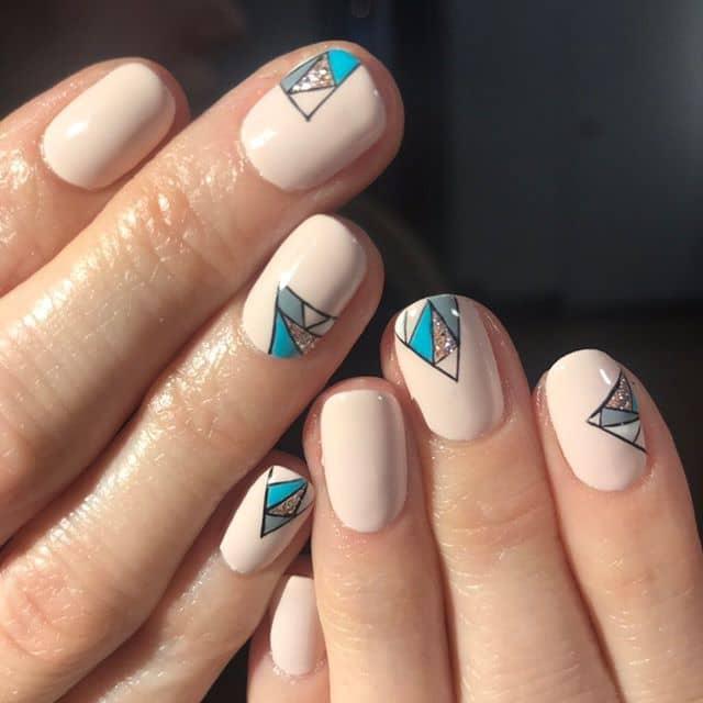 Геометрический дизайн на короткие ногти фото