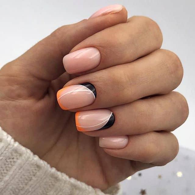 Розовый маникюр на короткие ногти с примесью оранжевого и черного фото