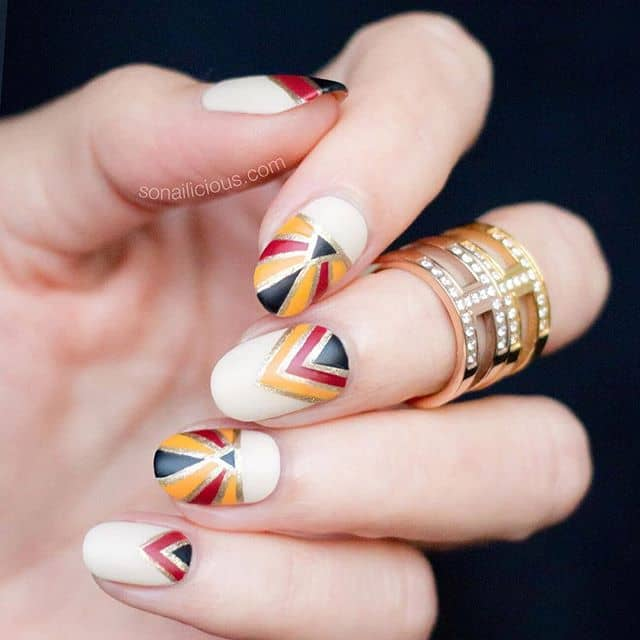 Разноцветный геометрический дизайн на короткие ногти фото