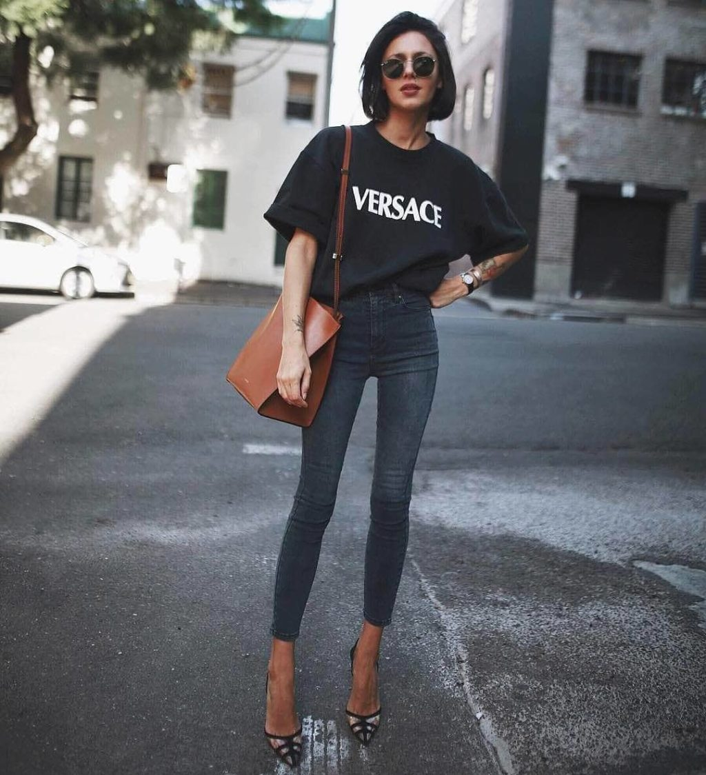 Удобная черная футболка
