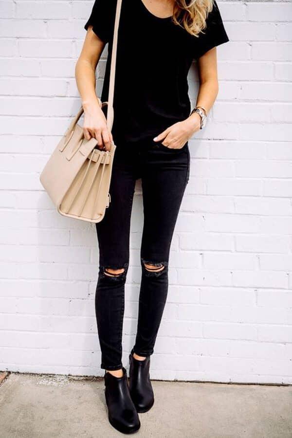 Черная футболка и джинсы скинни