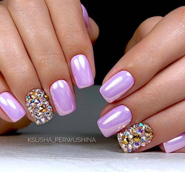 Голографический розовый маникюр на короткие ногти фото