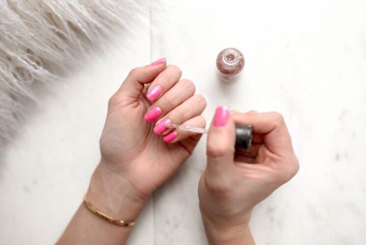 Маникюр на карантине: как легко справиться с покрытием ногтей самостоятельно